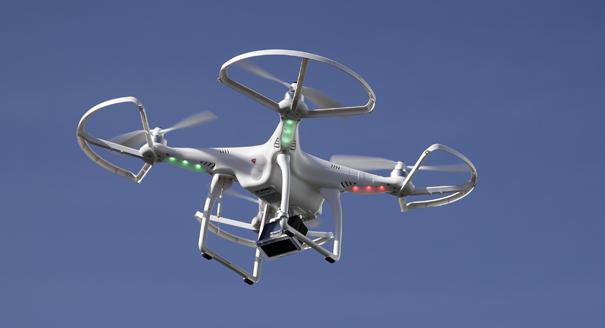 5 drones survolent Paris : ces mystérieux vols de drones se multiplient.