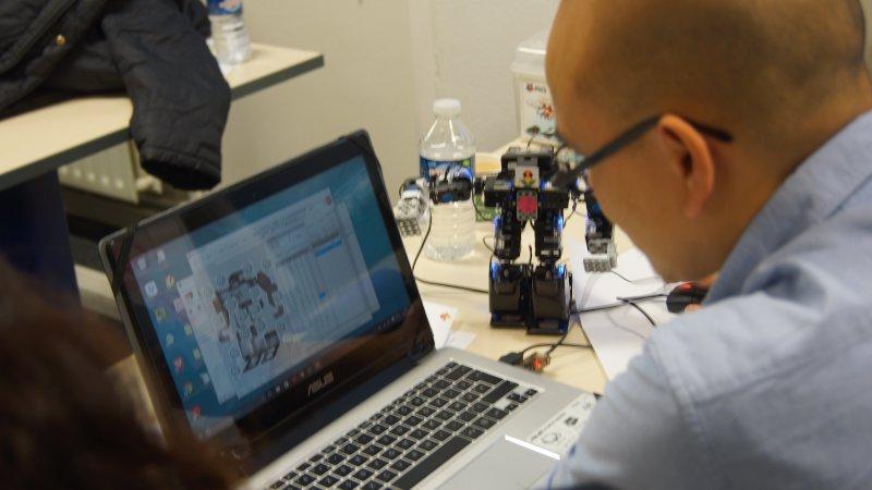 Cogibot apporte la robotique à l'Institut Léonard de Vinci