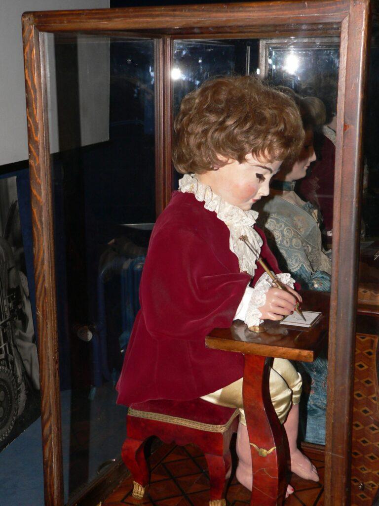 L'écrivain, un automate de plus de 240 ans.
