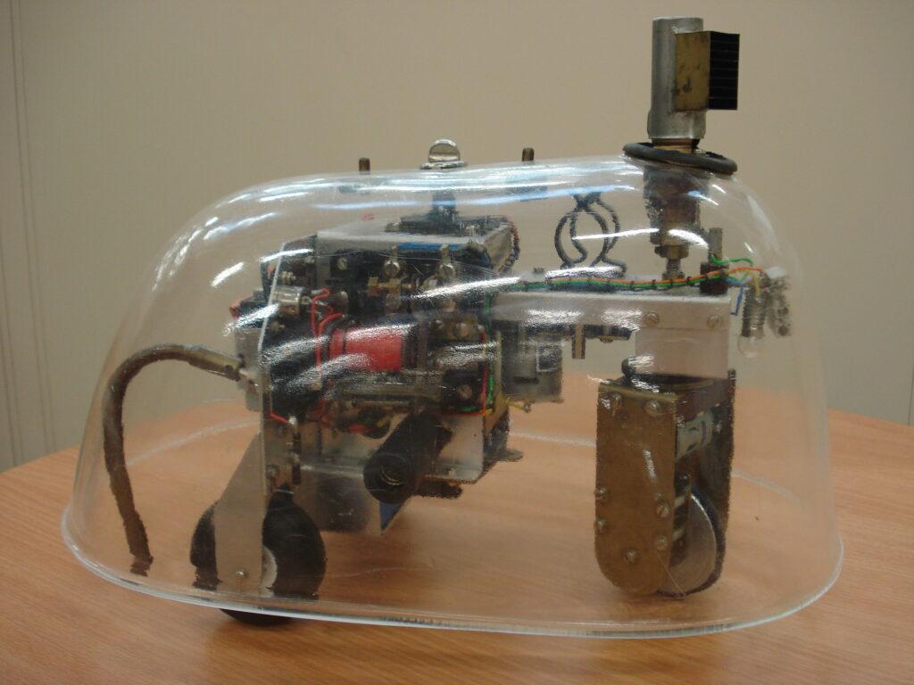 Amy et Ninja, repliques d'Elmer et Elsie par le Bristol Robotics Laboratory