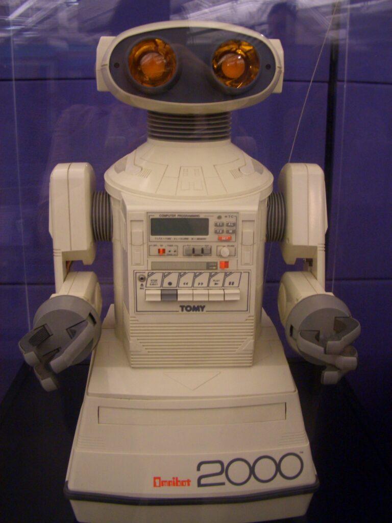 L'Omnibot de Tomy étaient programmable dés les années 80 - Wikimedia Commons