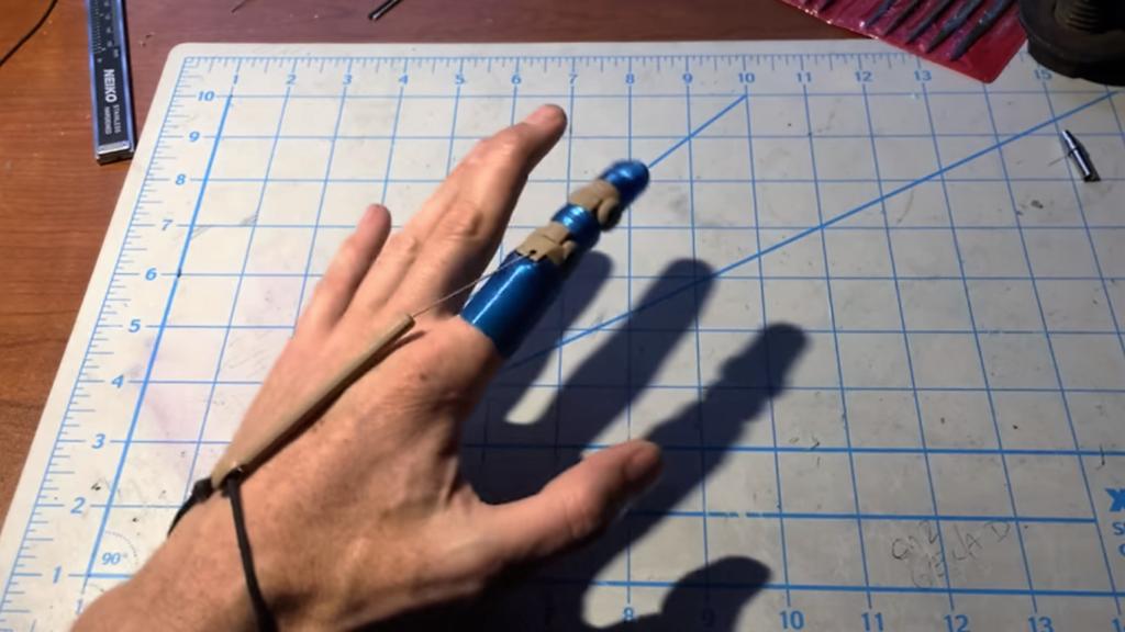 Amputé d'un doigt, il réalise lui même sa prothèse en impression 3D