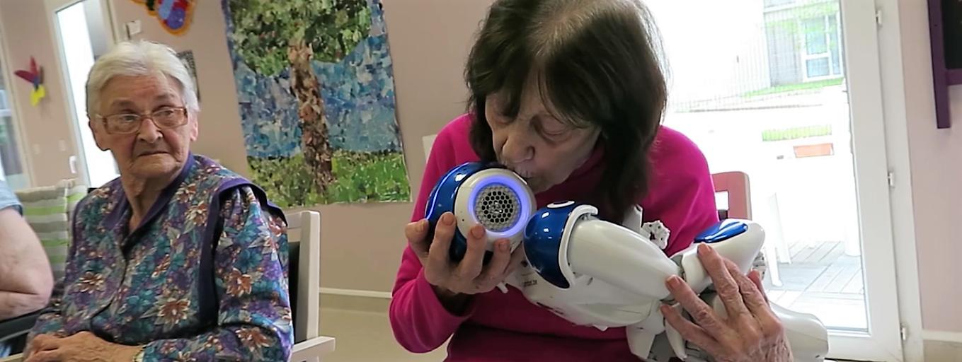 Le robot Zora fait distraction dans un hôpital gériatrique