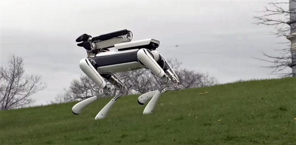 On voit les efforts de Boston Dynamics pour améliorer le visuel de ce robot !