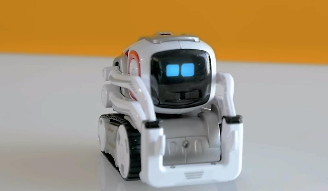 Cozmo, un petit robot joueur canaillou et intelligent