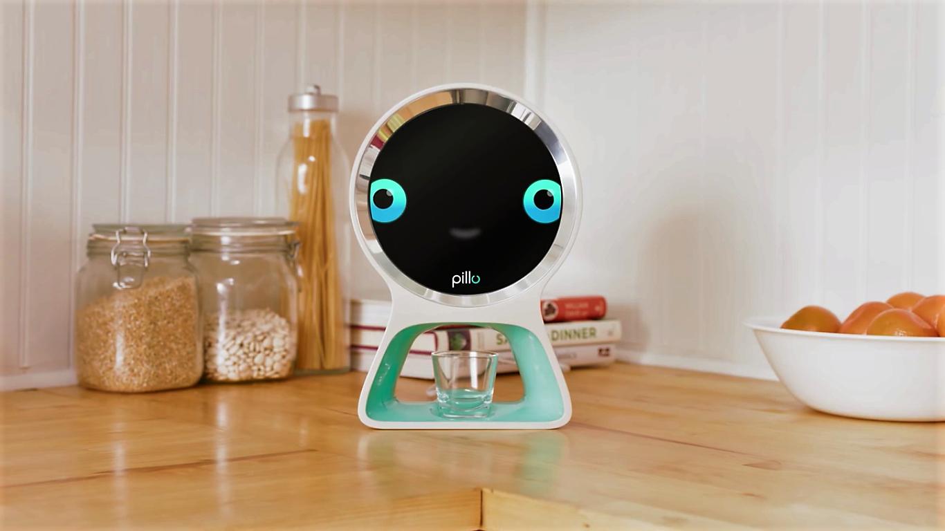 Pillo, un robot communiquant qui gère votre santé