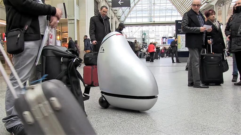 B.A.R.Y.L., un robot poubelle en test à la gare de Lyon