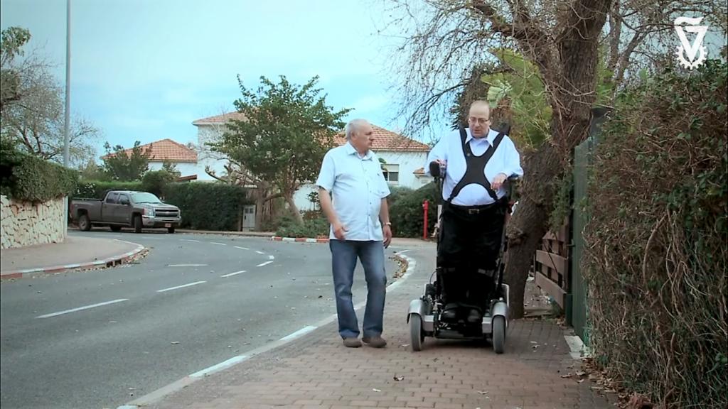 Un fauteuil roulant pour se tenir debout !