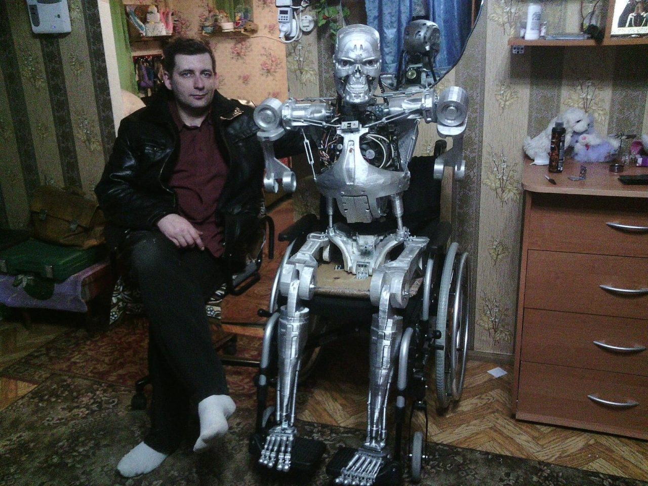 Fan du film Terminator il construit son T-800 !