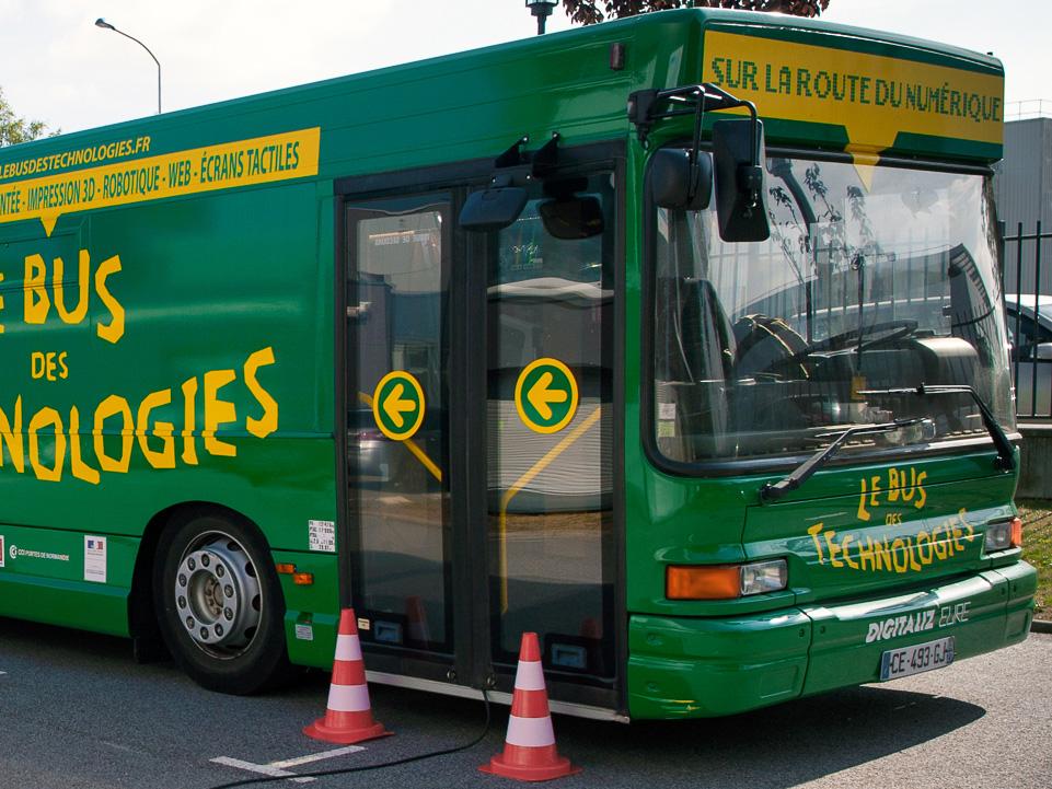 Un bus des technologies pour agir contre les déserts numériques