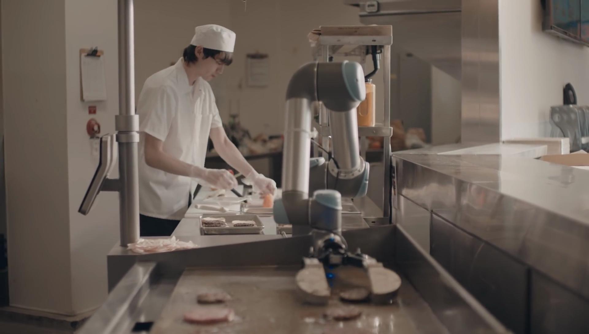 Un robot préparateur de hamburgers