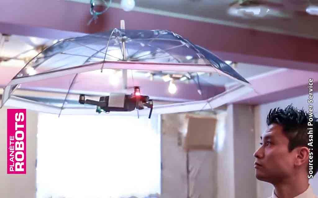 Sous la pluie sans les mains, c'est le drone parapluie
