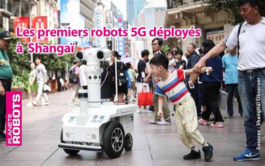 À Shanghaï, des policiers font de la téléprésence dans les rues.