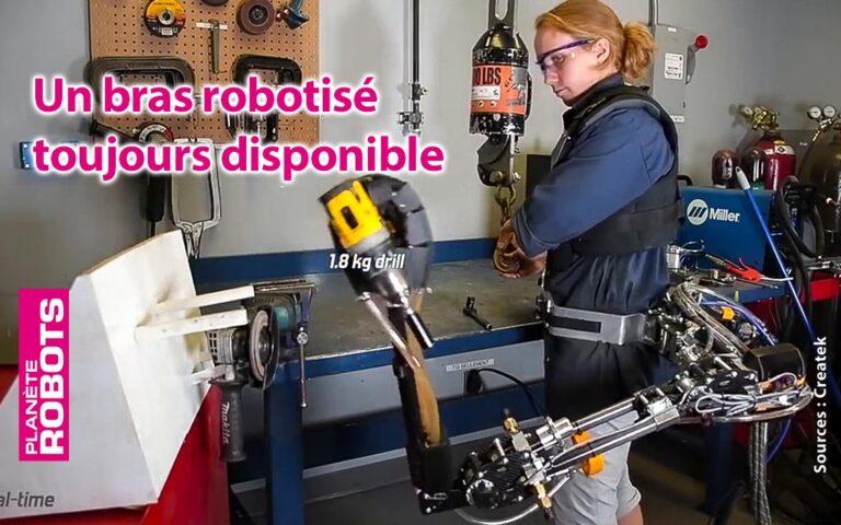 Le bras robotisé est toujours pratique pour tenir un outil à portée de la main