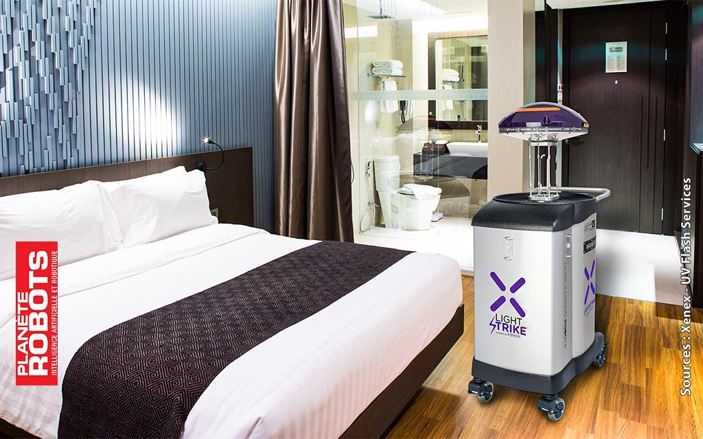 Le robot tueur Light Strike de virus dans une chambre d'hotel