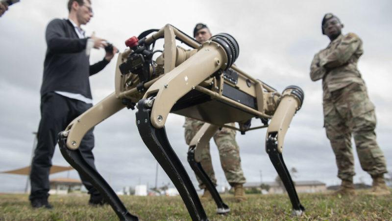 Spur, le premier robot chien armé d'un fusil d'assaut