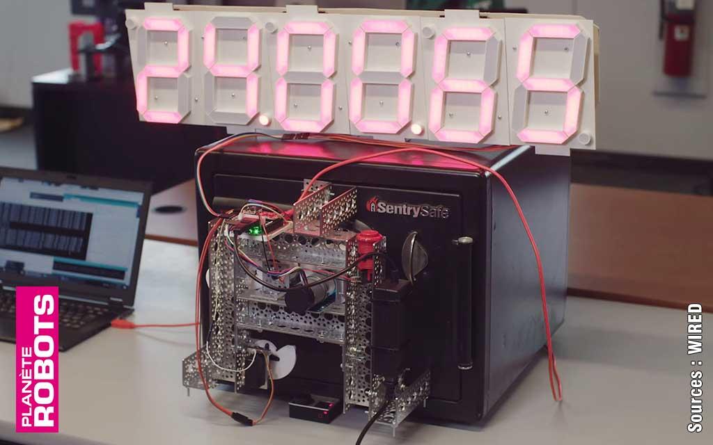 Il hacke le verrou d'un coffre-fort avec un robot !